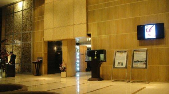 Ramada Powai Hotel and Convention Centre: enterance area