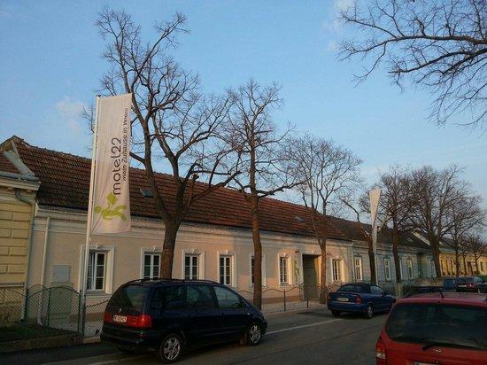 Motel22: Main entrance