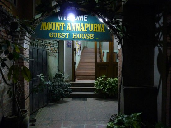 Mount Annapurna Guest House: Main entrance
