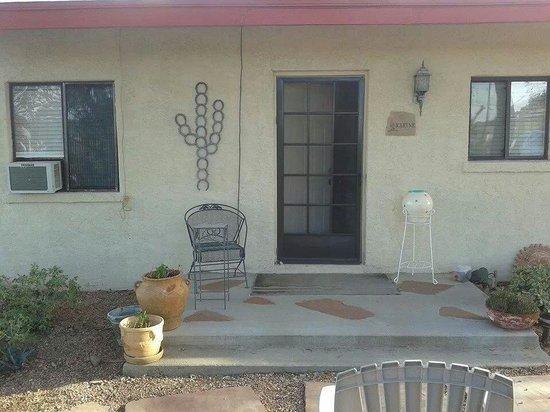 Ana's Casa de Saguaro : Front view of Karyn