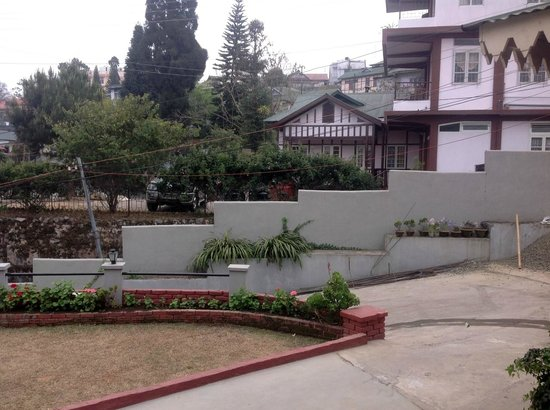 Cafe Shillong Bed & Breakfast: Lawn/Outside View