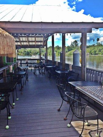 Camellia Street Grill: Beautiful waterside dinning