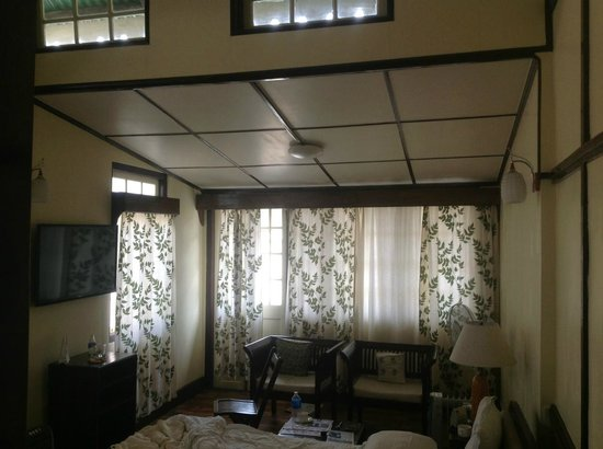 Cafe Shillong Bed & Breakfast : Luxury Room