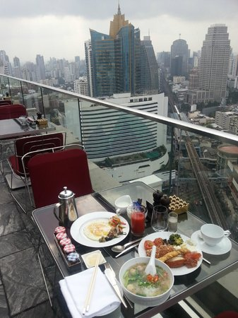 Sofitel Bangkok Sukhumvit: 32th floor L'APPART morning buffet