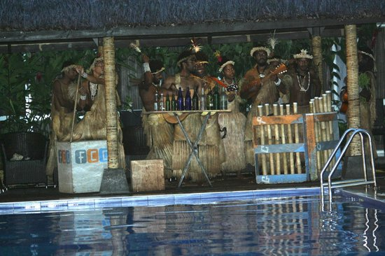 The Melanesian Port Vila: Joueur de string-ban
