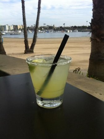 Beachside Restaurant & Bar : happy hour margarita at Beachside