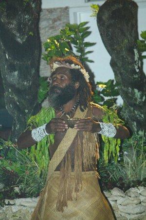 The Melanesian Port Vila : Un danseur du spectacle1