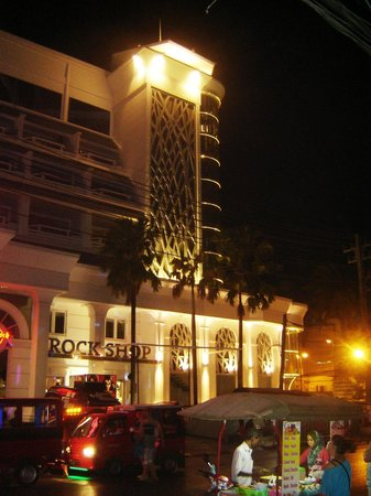 Swissotel Resort Phuket Patong Beach: Corner of Hotel nr Hard Rock Cafe