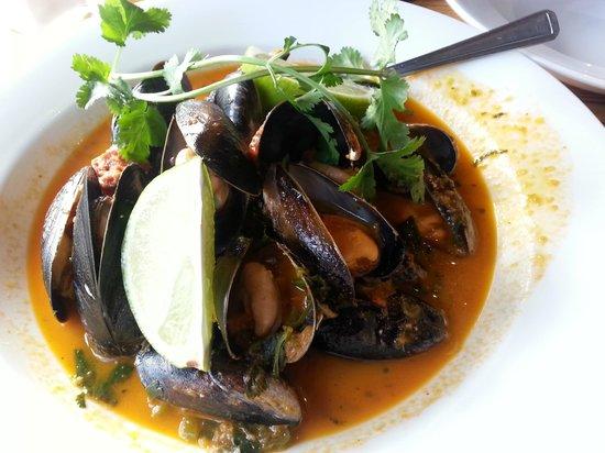 """Cafe des Amis: Mussels """"Acapulqueño"""""""