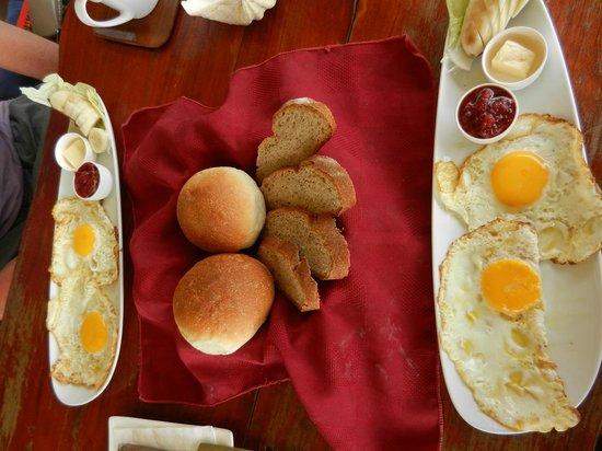 Kohmak Restaurant, Steakhouse & German Bakery: fried eggs for breaky