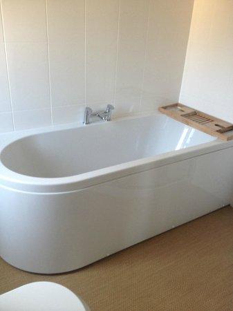 Grays Boutique B&B: Spacious bath