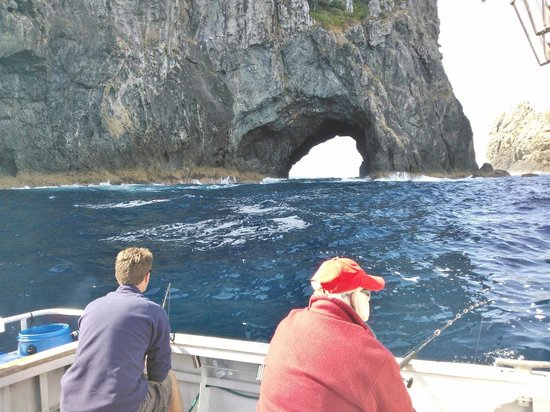 Spot-X Fishing Charters: Hole in the rock