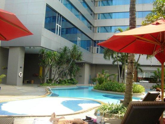 Amari Watergate Bangkok : Pool Area 8th Floor