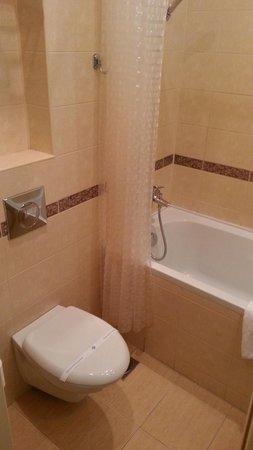 Aston Hotel : shower