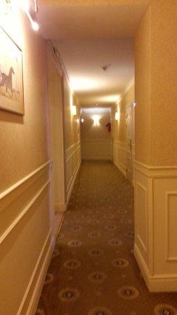 Aston Hotel : hallway
