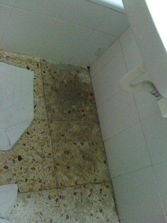 Hotel Samba: sous le lavabo
