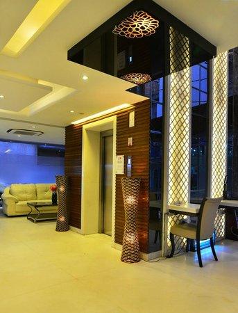 Hotel Uppal International: Hotel Lobby