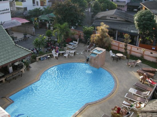 Top North Guest House : pool area and superb German breakfast/coffee place just over the road.
