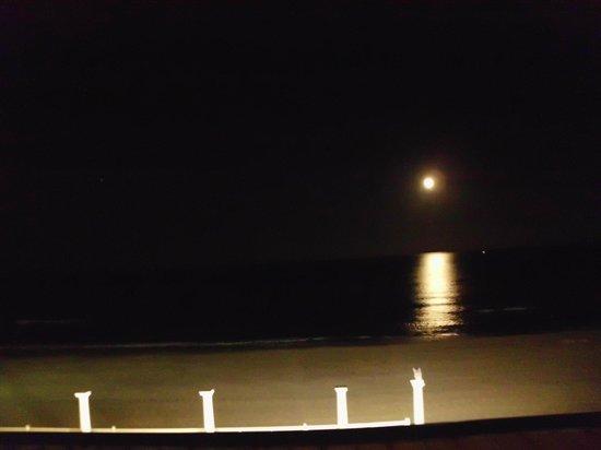 Hotel Entremares: Luna reflejada en el mar