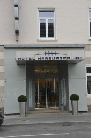 Hotel Hamburger Hof: Main entrance