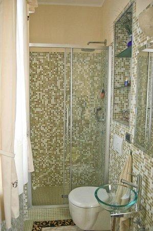 Villa Valery : Душевая кабина в ванной комнате