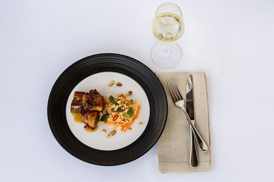 Spicers Balfour Hotel : Chilli caramel pork belly with green pawpaw, coriander and peanuts