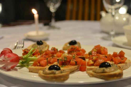 Restaurant Trattoria - La Terrasse : Taste our delicious bruschette...