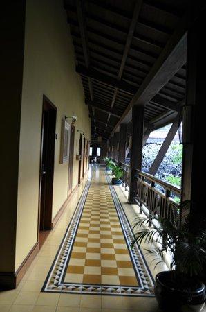 Victoria Angkor Resort & Spa : Long Verandah Outside Our Room