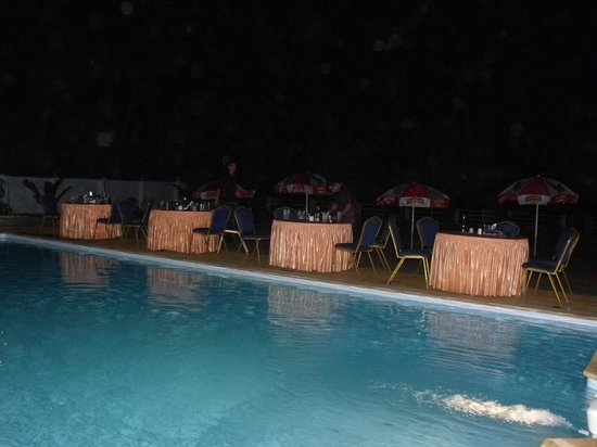 Blue Waters Cherai : Dinner by the pool