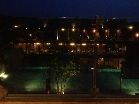 Sunsuri Phuket : The night ambience