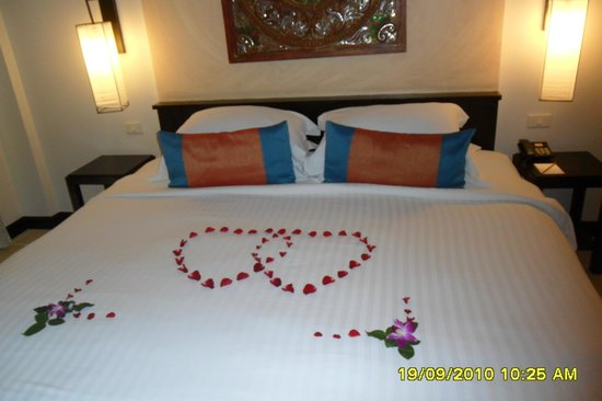 "Burasari Resort: Honeymooners Bed ("",)"