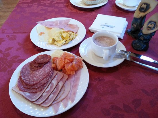 Hotel Smyrlabjorg: Breakfast @ Smyrlabjörg