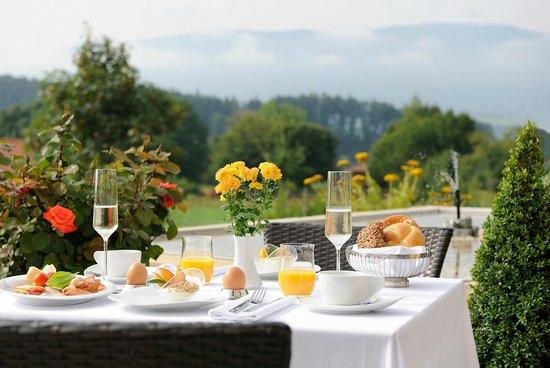 Hotel Gut Edermann: GUT EDERMANN / Frühstück mit Bergpanorama