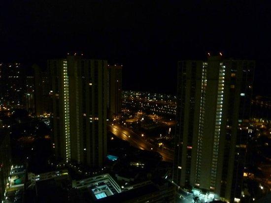 Ala Moana Hotel by Mantra: 部屋からの夜景