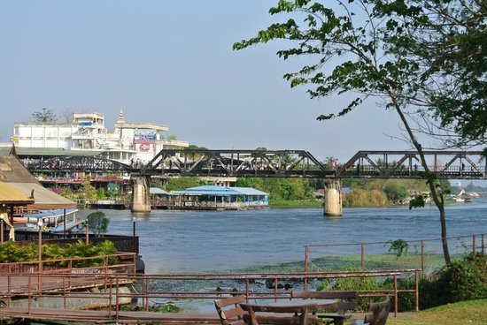 Felix River Kwai Resort - Kanchanaburi : View of the bridge from the hotel