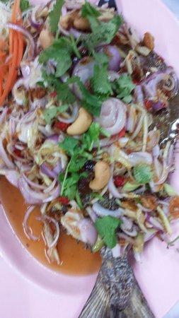 Mit Samui Restaurant: Deep fried fish tamarind sauce yumness