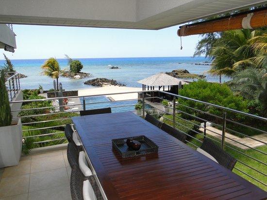 Bon Azur Beachfront Suites & Penthouses by LOV: Terrasse petit déjeuner et repas