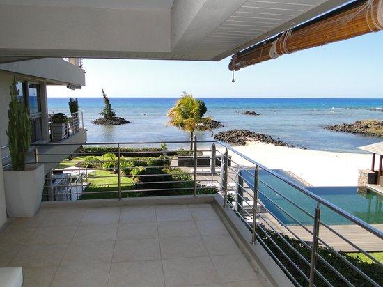 Bon Azur Beachfront Suites & Penthouses by LOV : Vue depuis une terrasse