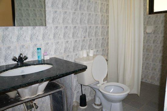 Vila Goesa Beach Resort: Ванная комната