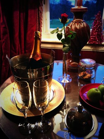 Prestonfield: Daily Champagne & Petit Fours in the room