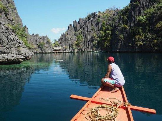 Apo Island, Philippines : Approaching entrance to Kayangan lake