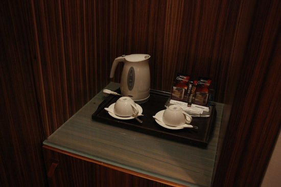 Starhotels Anderson: В номере есть чайник и кофе