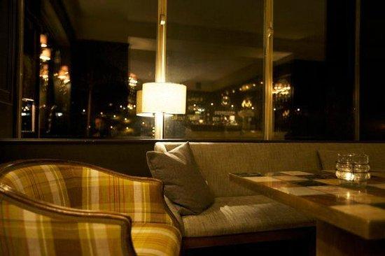 The Regina Hotel : bar abends