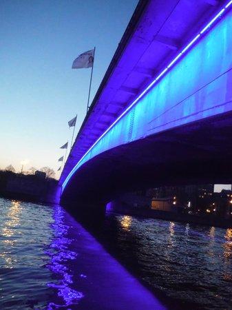 Alliance Hotel Liege - Palais des congres: Pont Du Roi Albert at night.