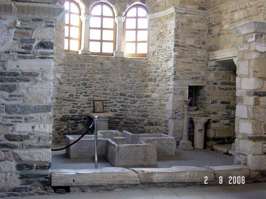 Panayia Ekatondapiliani Cathedral : Batistery inside Ekatontapiliani church
