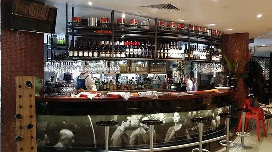 La Camera Restaurant Southgate: The bar area