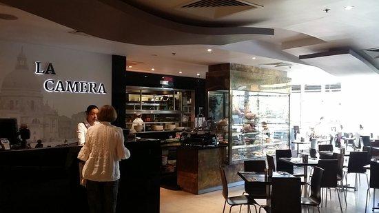 La Camera Restaurant Southgate: The entry area