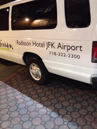 Radisson Hotel JFK Airport: Shuttle at 6 a.m.