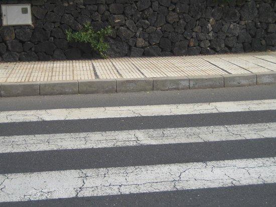 Hyde Park Lane Bungalows : Markierte Überwege ohne Bordsteinabsenkung