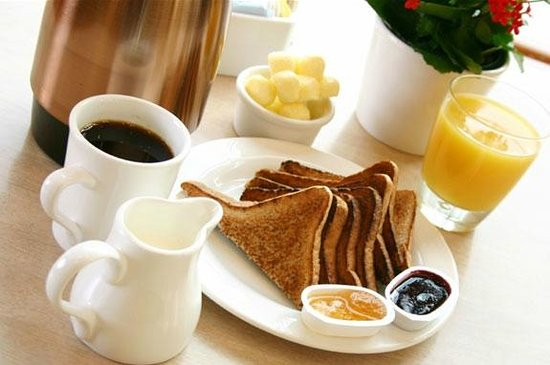 The Executive Suites: Complimentary Breakfast